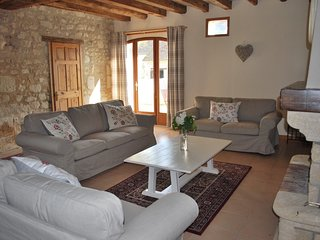 Fabulous house in stunning location with private garden and pool