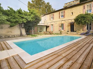 Awesome home in Avignon w/ WiFi, 3 Bedrooms and Outdoor swimming pool