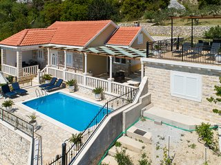 Mediterranean Villa with Swimming Pool and magnificent Sea View