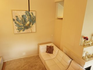 Spacious and Peaceful -Condo in Sorrento Valley!