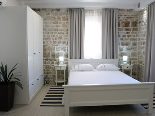 Trogir Square Apartment - Old town
