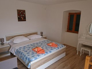 One bedroom house Bol (Brač) (K-16820)