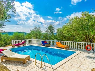 Gianoulaiika Villa Sleeps 6 with Pool Air Con and WiFi - 5334814