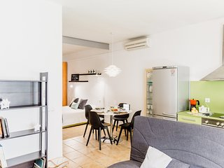 Beautiful loft on the beach with parking at 45min BCN