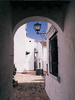 Vista de alguna de las calles de Carmona. Llegada a la plaza  Santiago.