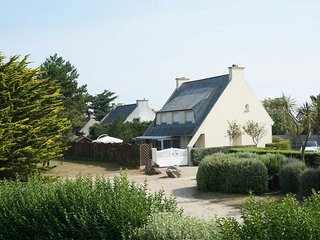 3 * apartment in detached house near Ile de Batz - House with garden