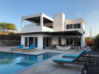 Turtles Nest beach front villa with private pool and chef in Treasure Beach