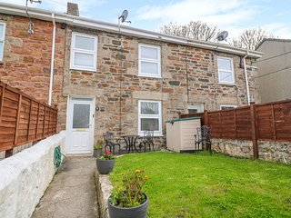 KIPS COTTAGE, enclosed garden, WiFi, Redruth
