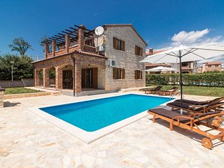 Villa Orlene with Pool, 4 Air Conditioning units