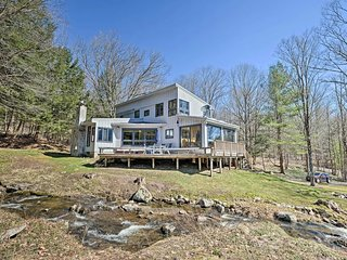 NEW! Private Home w/Patio, 20min to Sacandaga Lake