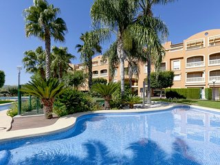 Apartamento Rincon. 2 bed. Com. pool and garden. Parking. Jacuzzi.  350m from th