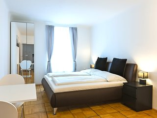 FIRST DISTRICT CITY CENTER GRABEN 2 INDEPENDENT ROOMS