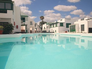 APT WITH AIR CONDITIONING❤CENTER OF P.DEL CARMEN❤❤TV SAT, WIFI FREE.POOL FRONT❤