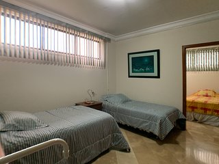 Cesar's House: Comfortable Roomy House. Sleeps 9 - Free: WiFi & Cable TV