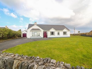 CLEARY COTTAGE, Sea and country views, Open fire, Spanish Point