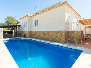 Villa Chaparral Private Pool, BBQ, 3 beds (sleep 9), Torrevieja