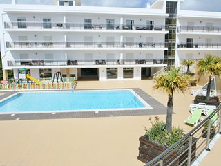 2 bedroom Apartment with Pool and Air Con - 5790288
