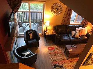 Cozy Three Bed Room Canmore Mountain Retreat
