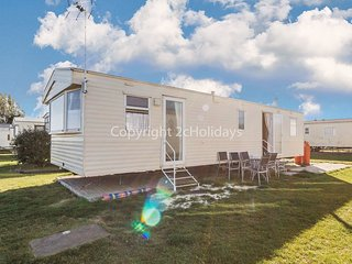 8 BERTH ACCOMMODATION AT MARTELLO BEACH HOLIDAY PARK. PETS WELCOME. 29026