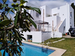 Town Centre and Beach! 4 bed Villa With Private Pool