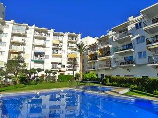 Coronado 4-Holiday Apartment-Air Con-WIFI-Pool-Town Centre-Beach-R1310
