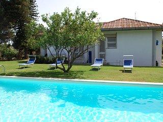 Villa ARU - Grande villa con piscina a 10 minuti da Porto Pino/Porto Botte