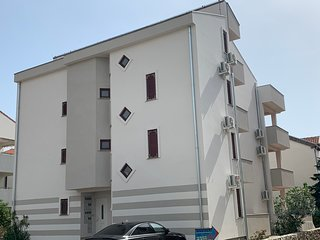 Comfort Two-Bedroom Apartment with Terrace, Maru A3