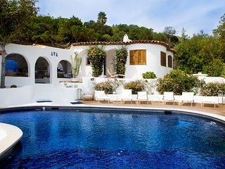 Luxury Villa with Swimming pool,Garden and Panoramic views of Sea,520 sqmt.
