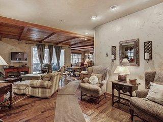 Classically Decorated 3 Bedroom Condo-Arrowhead Village