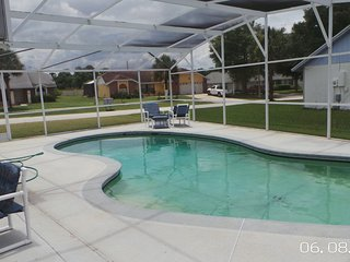 MINUTES TO MICKEY MOUSE Luxury 4 bed pool home with free wi-fi new ac system