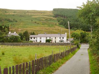 Two newly renovated 3 bedroom cottages in the Snowdonia National park valley