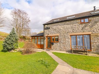 MONK'S COTTAGE, hot tub, woodburner, pet-friendly, Buxton