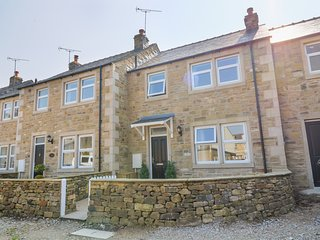 1 ST. AIDANS COURT, woodburner, pet-friendly, in Hellifield