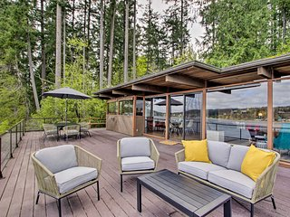 Waterfront Port Orchard Home w/Furnished Deck