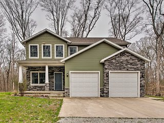 Newly Built Family Home w/Yard - Mins to Effingham