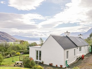 BEINN GHOBHLACH COTTAGE, Woodburner, Open-plan living, Ullapool
