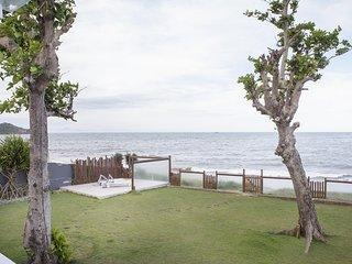 Linda casa com cinco suítes, pé na areia da Praia Rasa BZ024