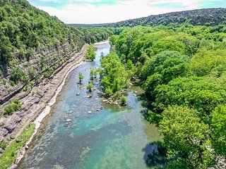 Modern 3/2 river cabin with the Guadalupe River right in your backyard!!