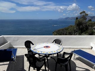 Casa Miramare, right above the sea, stunning view towards Positano and Capri