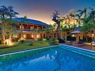 AC 9 Bedroom + 9 Bath Villa with Swimming Pool Access - ********