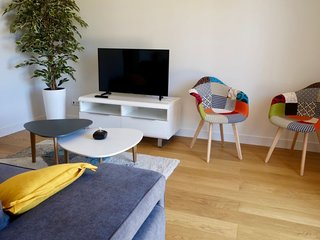 2 bedroom Apartment with WiFi and Walk to Shops - 5781734