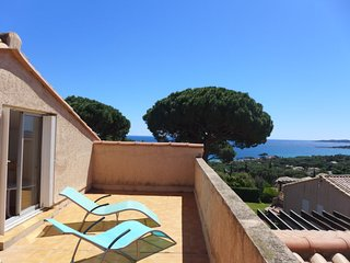 2 bedroom Apartment with Pool, WiFi and Walk to Beach & Shops - 5051815