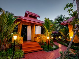 เฮือนสบาย Saabay Home 1of3 Thai style in the city
