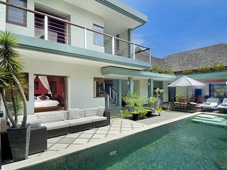 AC 2 Bedroom + 3 Bath Villa with Swimming Pool Access - ********