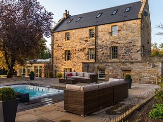 Edinburgh Exceptional Country House