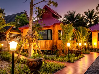 เฮือนสบาย Saabay Home 2of3 Thai style in the city