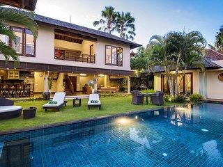 AC 5 Bedroom + 6 Bath Villa with Swimming Pool Access - ********