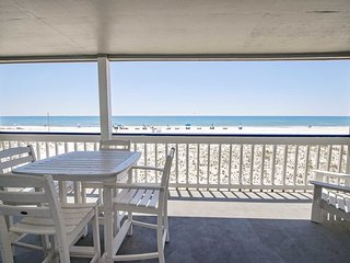 Great Location ~ 3 Bed, 2 Bath ~ Sleeps 6 ~ Regatta 104B ~ Outdoor Pool