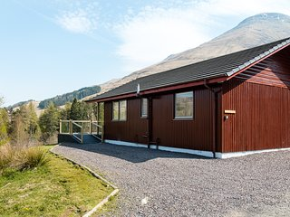 Beautiful 4 star, 3 bedroom chalet with spectacular loch and mountain views