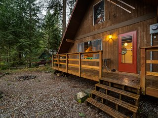 Mt. Baker Rim Family Cabin #24 - FIREPLACE, BBQ, WASHER/DRYER, DVD, SLEEPS-4!